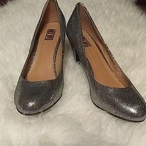 Mix no 6 ladies dress shoes. Silver, Sz 11.